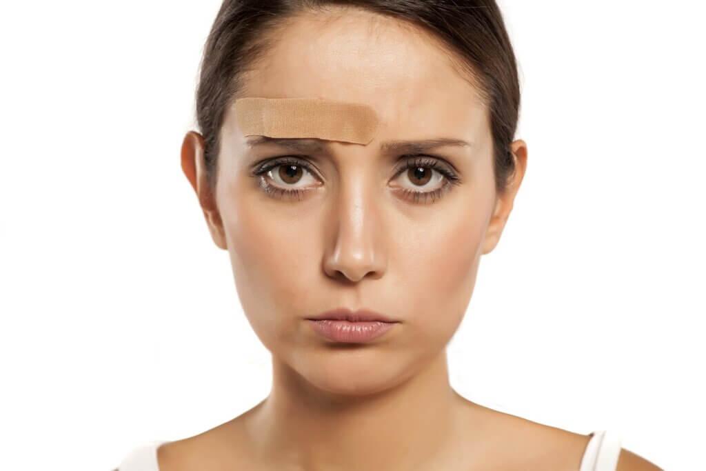 forehead hair DIY removal 1024x683